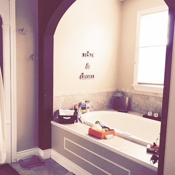 De-cluttered bathroom | Melanie Ritchie